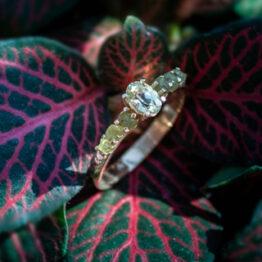 pierścionek z oliwinami